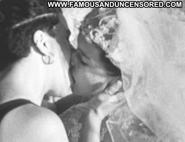 Guinevere Turner Go Fish Wedding Kissing Lesbian Gorgeous Beautiful