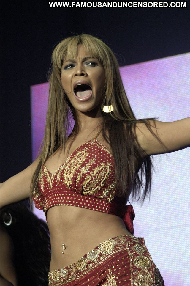 Beyonce Knowles No Source Posing Hot Posing Hot Singer Ebony Famous