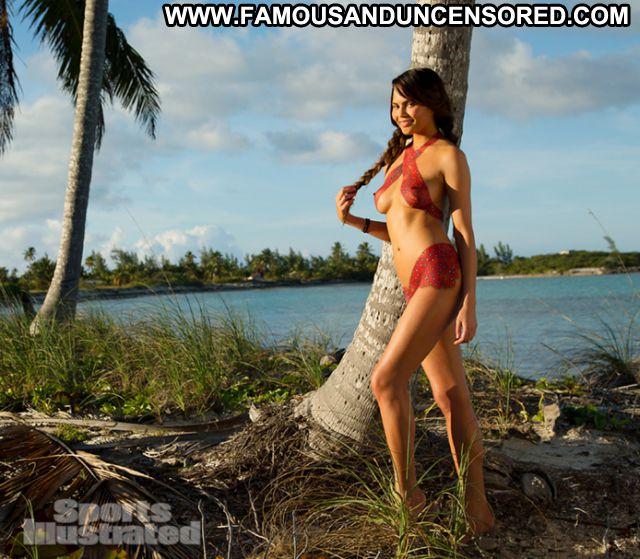 Chrissy Teigen No Source Showing Tits Brunette Posing Hot Hot Tits