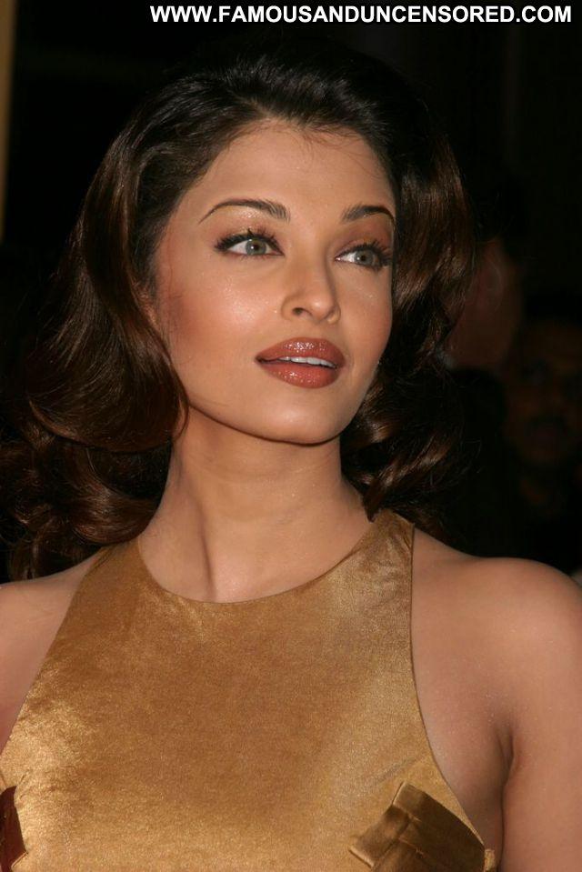Aishwarya Rai Indian Sexy Dress Posing Hot Female Famous Hot