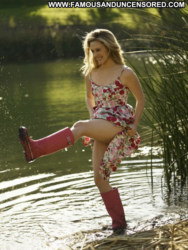 Alicia Silverstone Blonde Celebrity Boots Hot Famous Posing Hot Lake