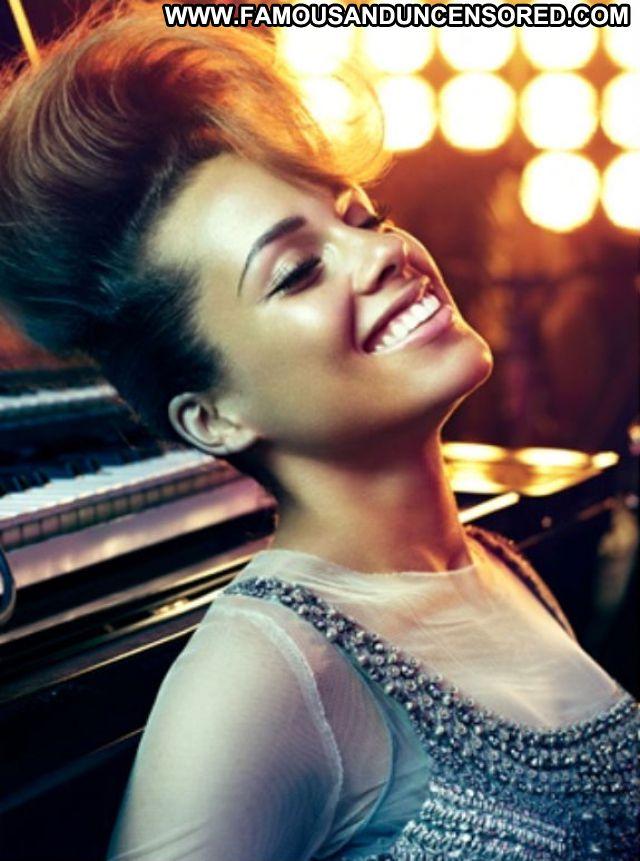 Alicia Keys No Source  Ebony Celebrity Posing Hot Celebrity Singer
