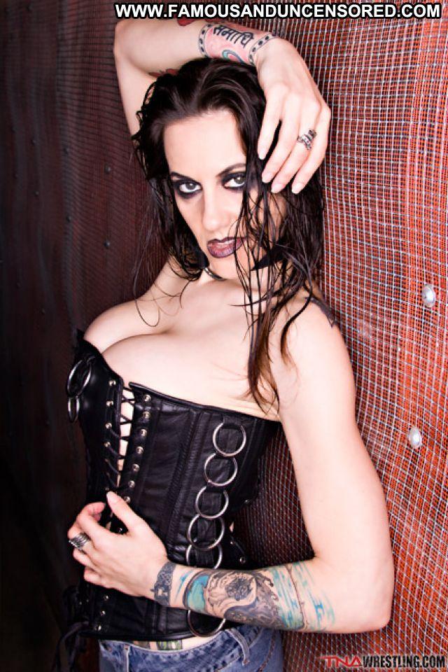 Daffney boob pics