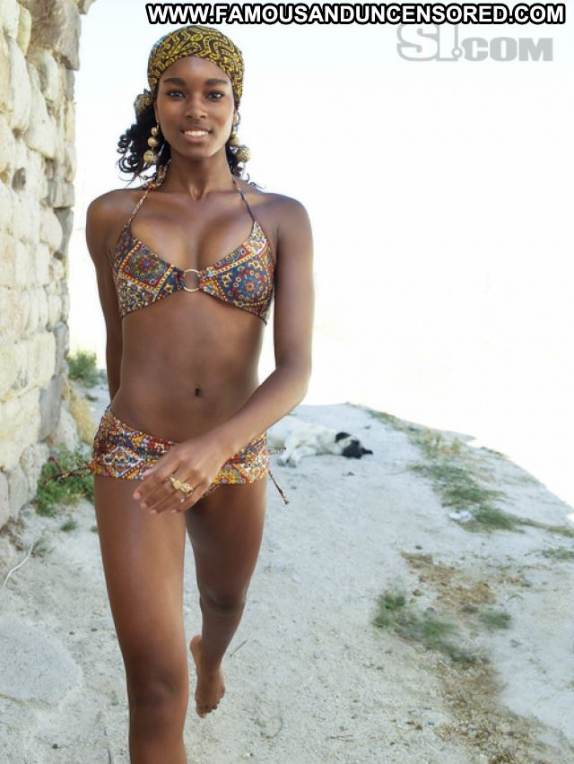 Damaris Lewis No Source  Celebrity Hot Posing Hot Babe Ebony Famous