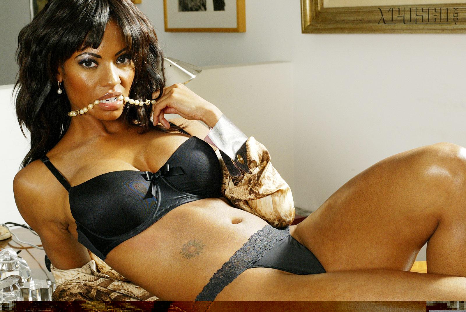 Candace Smith No Source Hot Cute Big Tits Tits Famous Ebony Babe