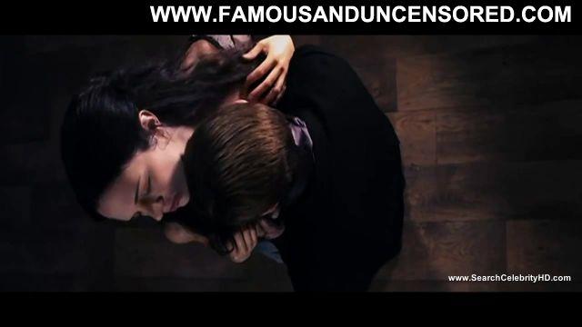 Asia Argento Nude Sexy Scene Dracula 3d Vampire Kissing Cute