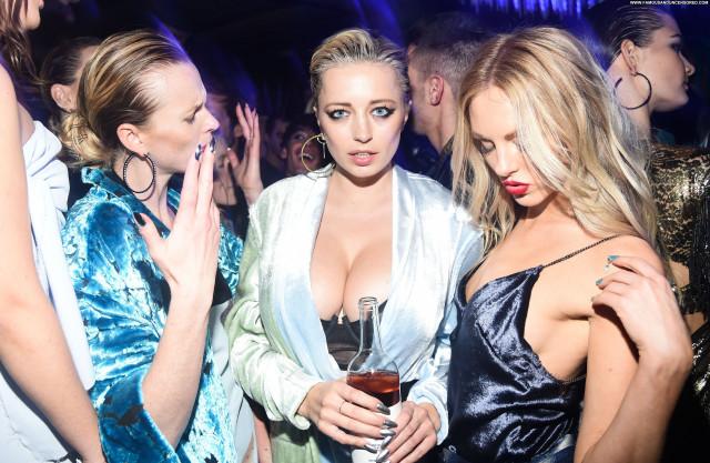 Caroline Vreeland New York Posing Hot Sex Singer Babe American Party