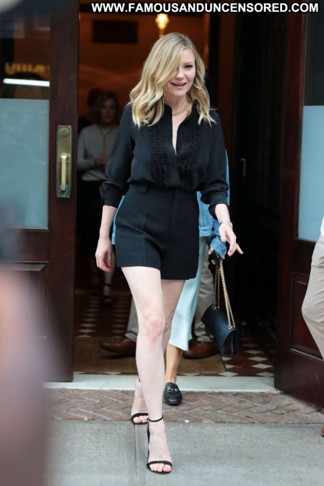 Kirsten Dunst No Source Posing Hot Black Celebrity Beautiful Shorts