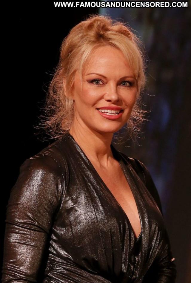 Pamela Anderson No Source Celebrity Sea Posing Hot Paparazzi