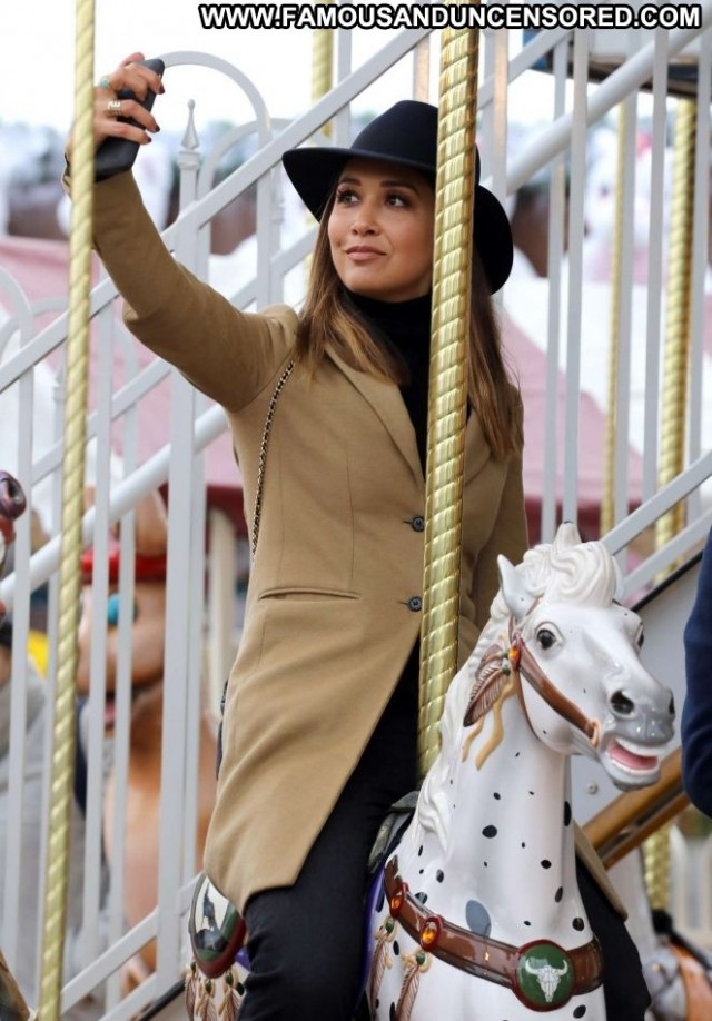 Myleene Klass No Source Posing Hot Babe Paparazzi Celebrity London