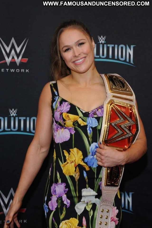 Ronda Rousey No Source Babe Beautiful Paparazzi Celebrity Posing Hot