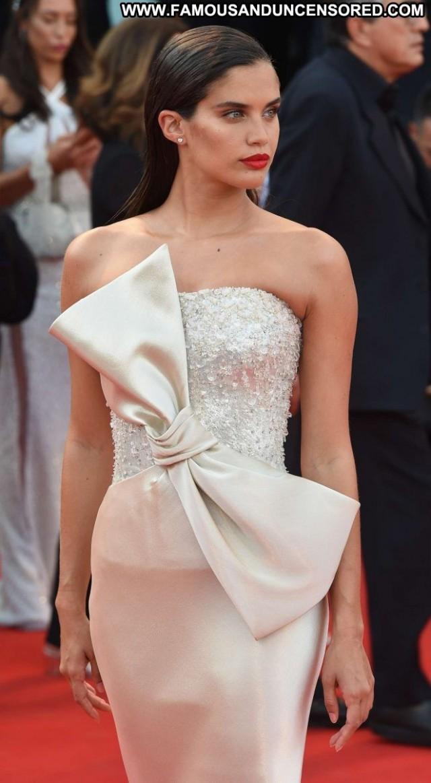 Sara Sampai No Source Paparazzi Posing Hot International Celebrity