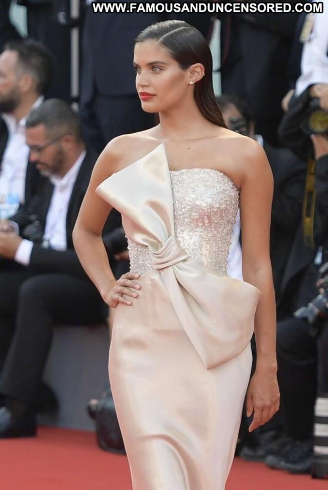 Sara Sampai No Source International Celebrity Babe Paparazzi Posing