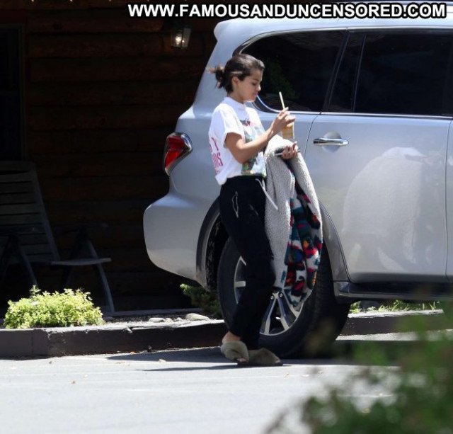 Selena Gome New York  Posing Hot Celebrity Beautiful Paparazzi New