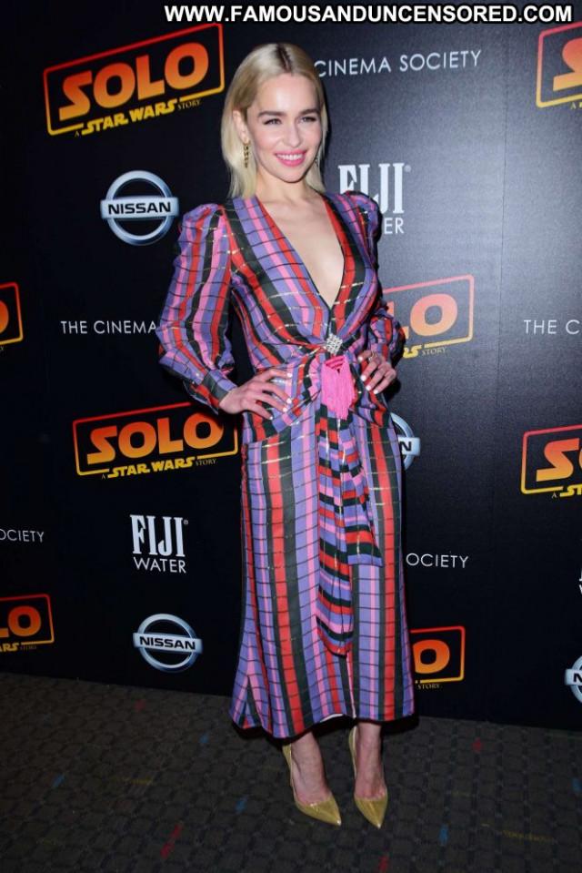 Emilia Clarke New York  Posing Hot Babe Celebrity Paparazzi New York