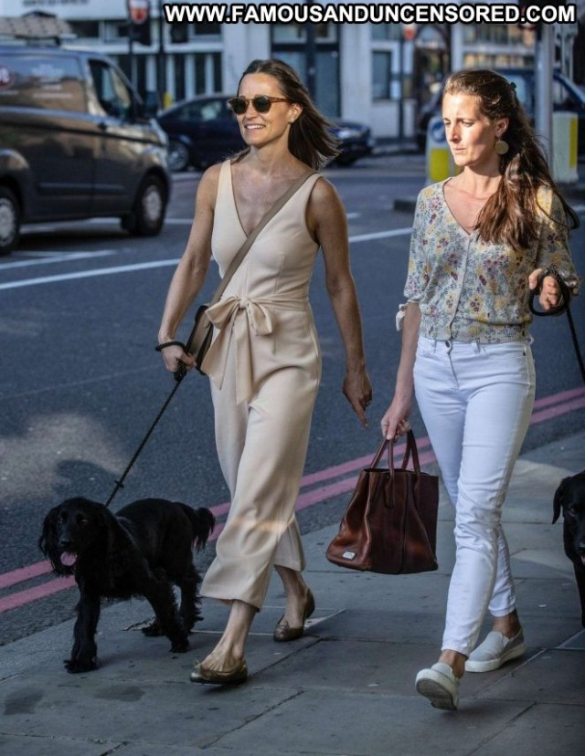 Pippa Middleto No Source  Paparazzi Beautiful Babe London Posing Hot