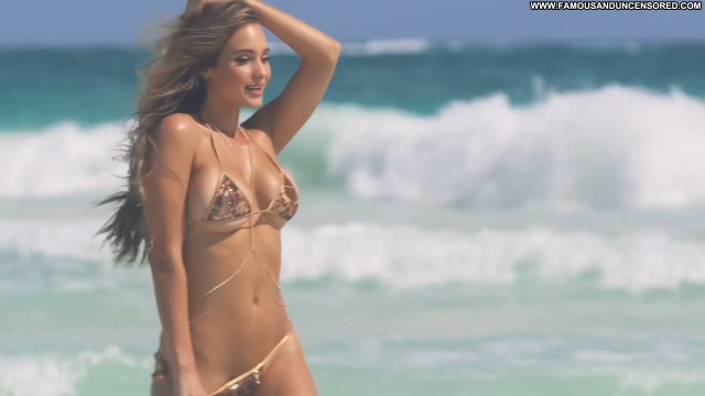 Sports Illustrated Sports Illustrated Beautiful Babe Swimsuit Sexy