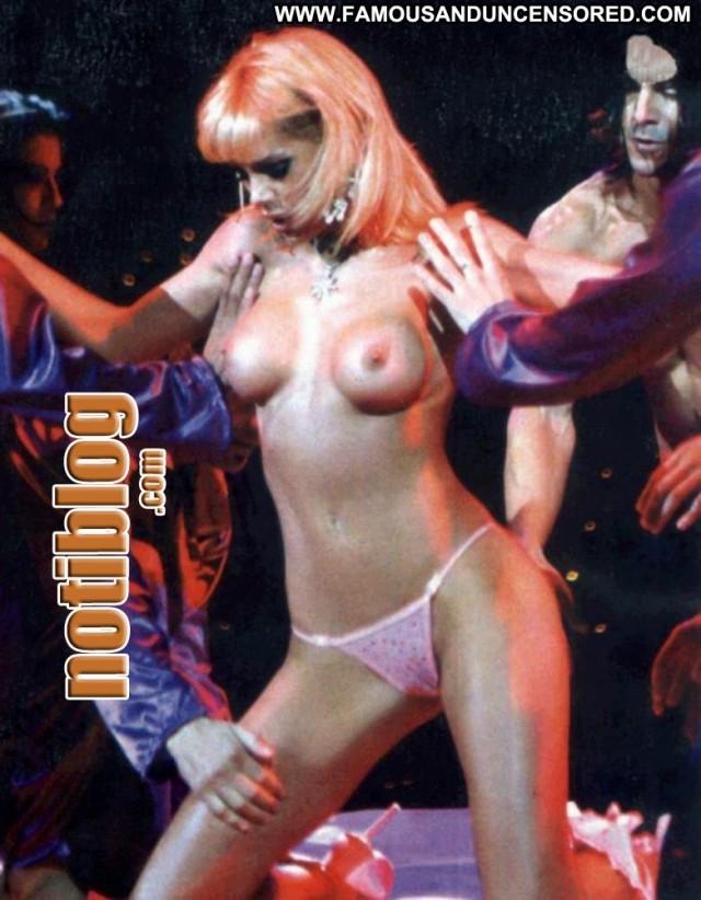 Eliana Guercio Die Hard Posing Hot Beautiful Babe Celebrity Female