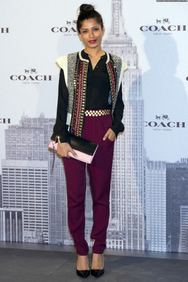 Carly Rae Jepsen Celebrity Coach Beautiful High Resolution Posing Hot