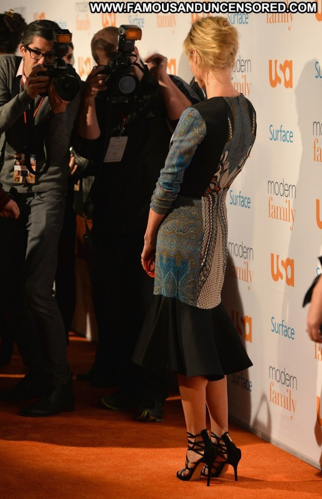 Julie Bowen Modern Family High Resolution Celebrity Babe Posing Hot