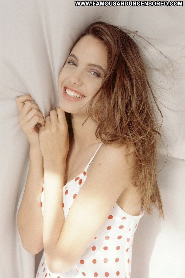Angelina Jolie No Source  Posing Hot High Resolution Beautiful Babe