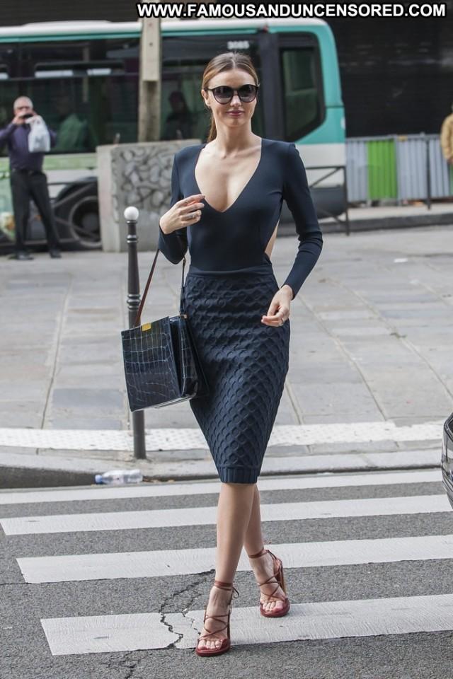 Miranda Kerr Shopping High Resolution Posing Hot Babe Shopping