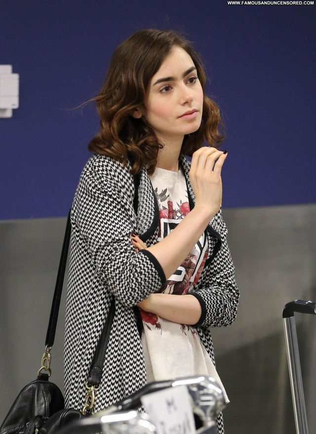 Lily Collins Lax Airport High Resolution Babe Lax Airport Candids