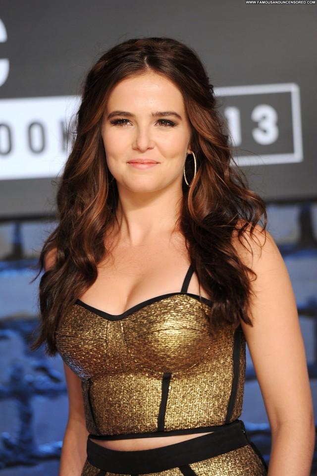 Zoey Deutch New York  High Resolution Celebrity Beautiful Posing Hot