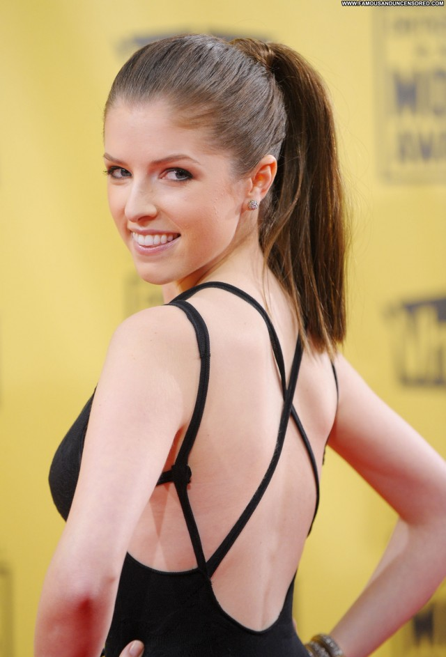 Anna Kendrick Critics Choice Movie Awards Babe High Resolution Posing