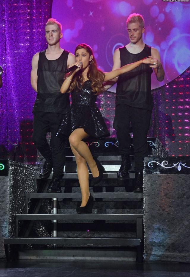 Ariana Grande Performance New York Celebrity Candids Beautiful Posing
