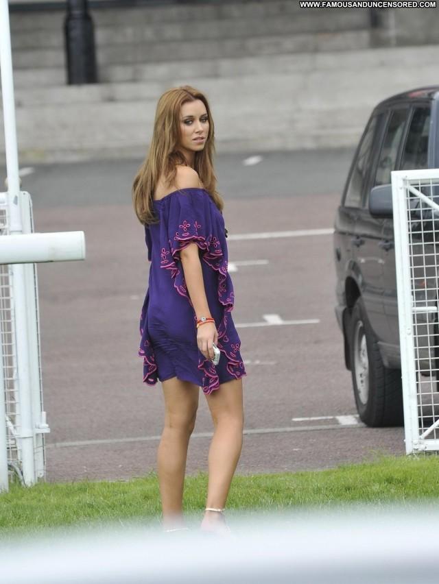 Una Healy No Source High Resolution Babe Celebrity Beautiful Posing