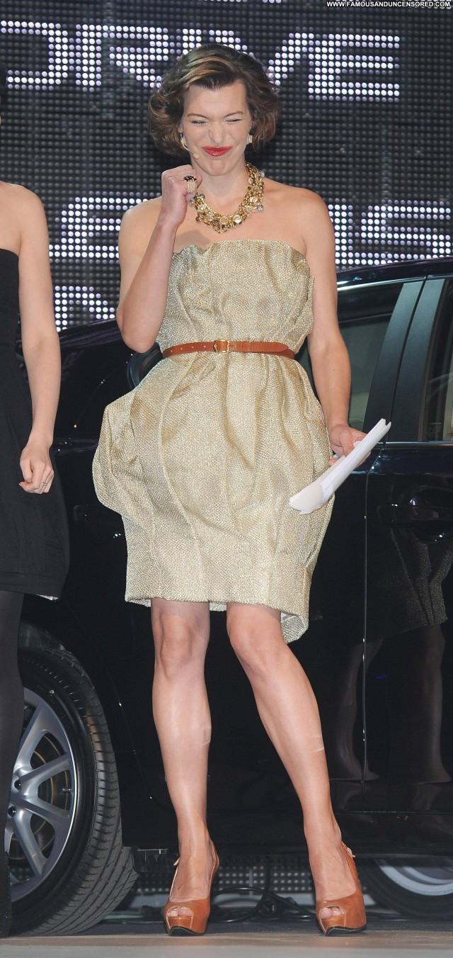 Milla Jovovich No Source  Fashion High Resolution Beautiful Posing