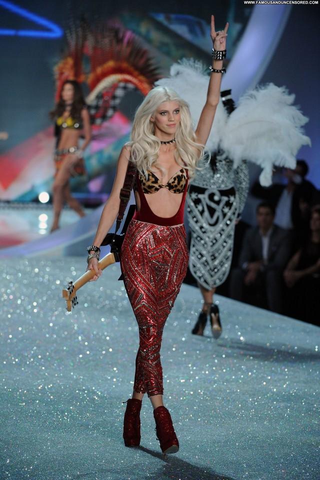 Devon Fashion Show Posing Hot Beautiful Fashion Celebrity Nyc High