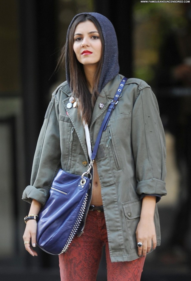 Victoria Justice New York Posing Hot Babe Beautiful Celebrity Candids