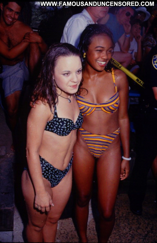 Jenna Von Oy No Source Bikini Babe High Resolution Posing Hot