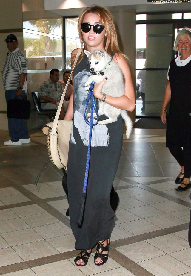 Miley Cyrus Lax Airport Beautiful Celebrity Babe Posing Hot Los