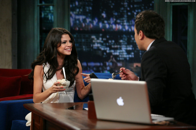 Selena Gomez Late Night With Jimmy Fallon Babe Posing Hot High
