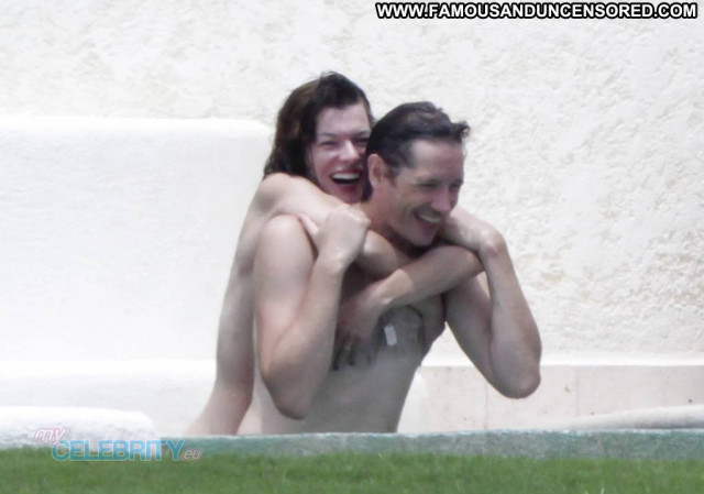 Milla Jovovich E Love Celebrity Posing Hot Topless Babe Beautiful
