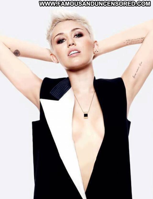 Miley Cyrus V Magazine Magazine Usa Posing Hot Photoshoot Beautiful