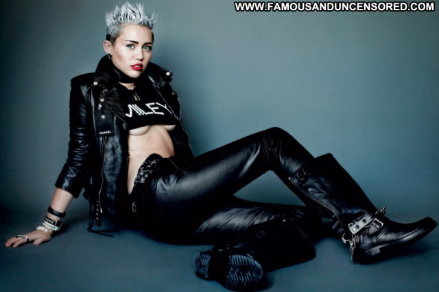 Miley Cyrus V Magazine Usa Magazine Babe Uk Beautiful Photoshoot