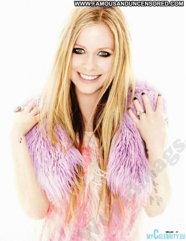 Avril Lavigne No Source Sexy Babe Posing Hot Beautiful Canada