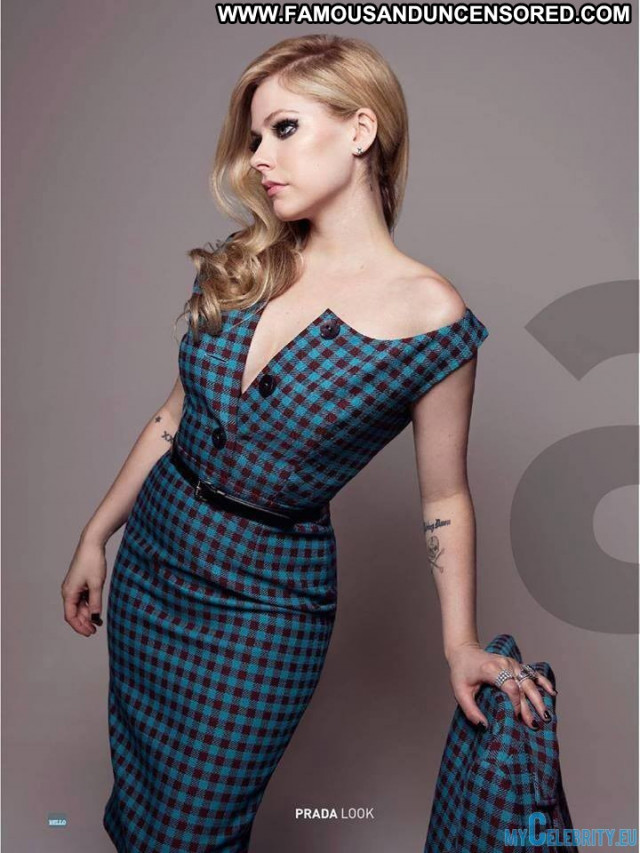 Avril Lavigne No Source Posing Hot Canada Celebrity Babe Beautiful