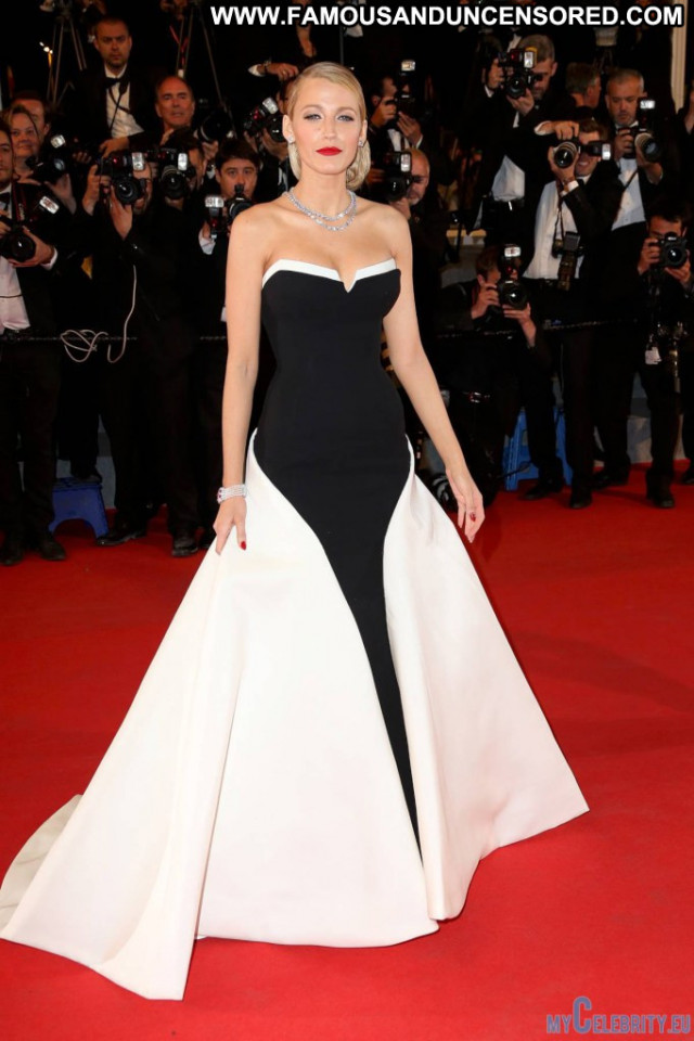Blake Lively Red Carpet Beautiful Usa Posing Hot Babe Movie Celebrity