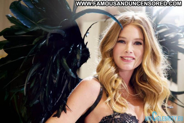 Doutzen Kroes Victorias Secret Posing Hot Lingerie Babe Beautiful