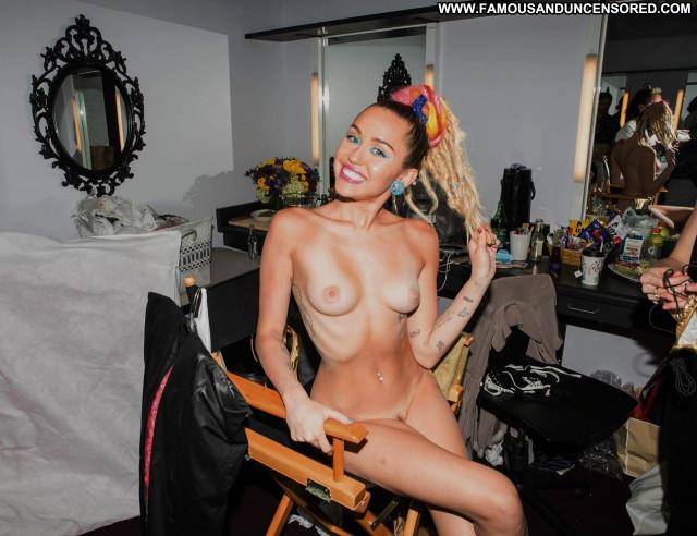 Miley Cyrus V Magazine Photoshoot Topless Usa Magazine Beautiful