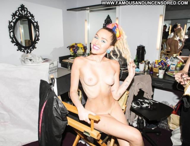 Miley Cyrus V Magazine Magazine Usa Celebrity Babe Beautiful Posing