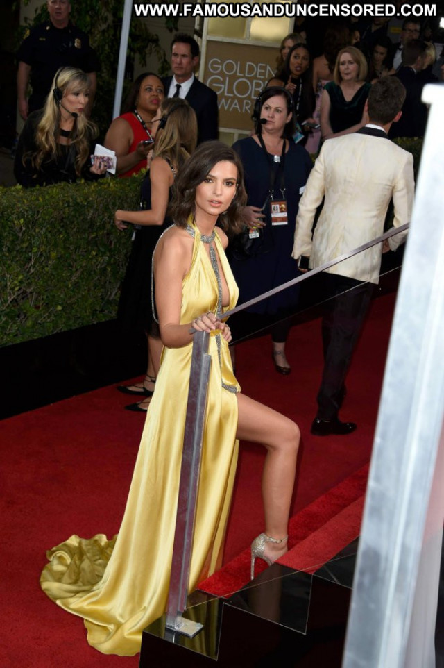 Emily Ratajkowski Golden Globe Awards Red Carpet Posing Hot Babe Usa