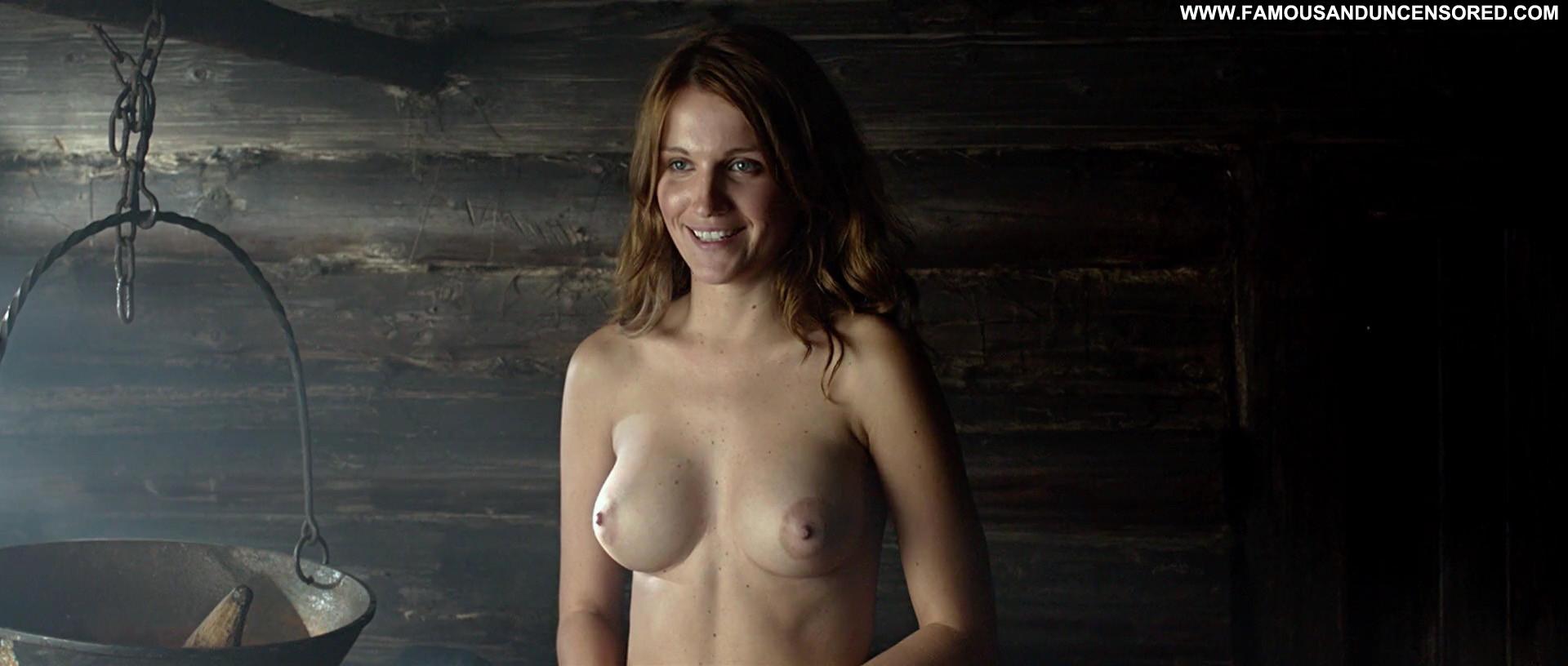 худ фильмы с голыми девушками занял