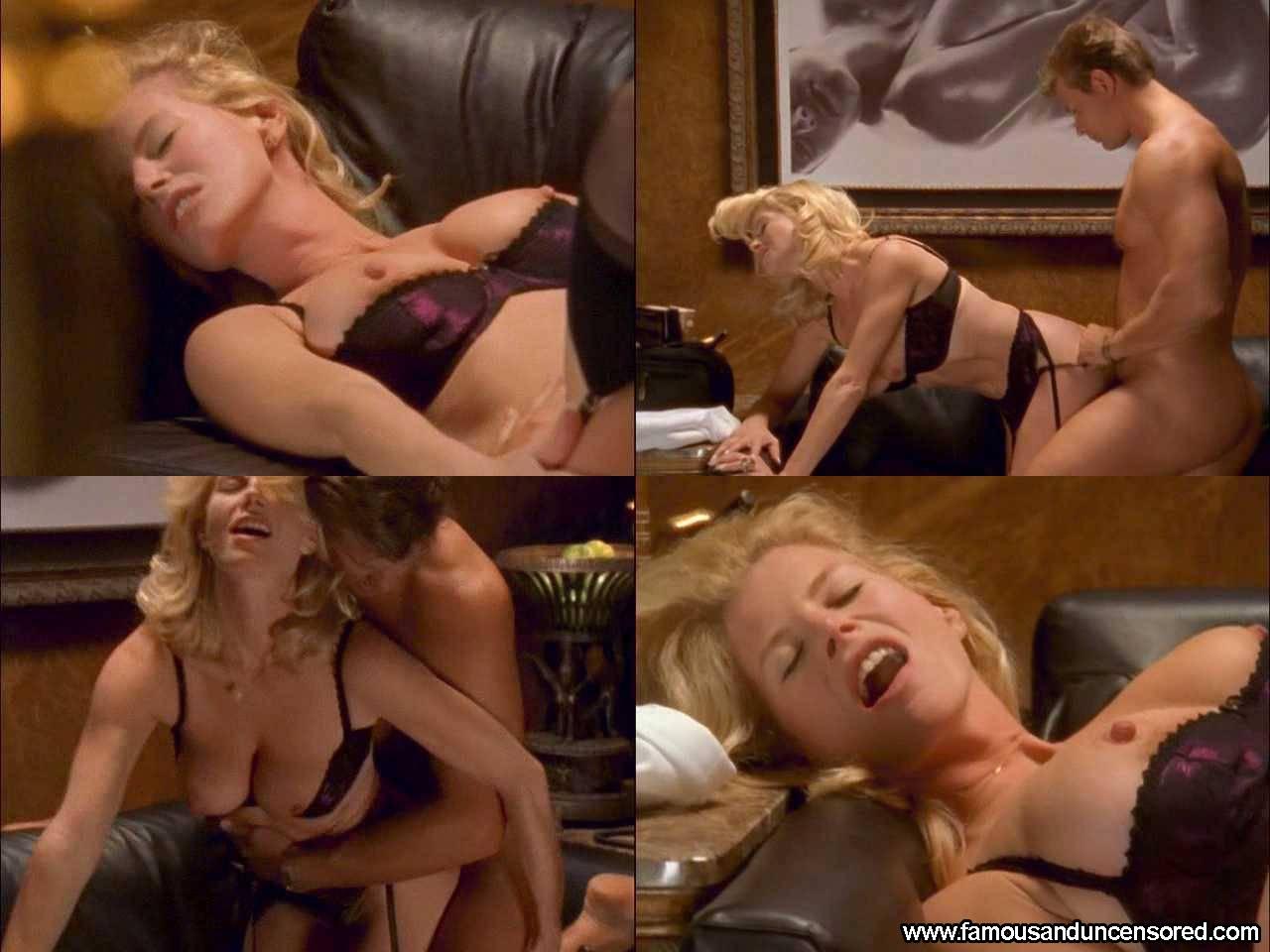 Обнаженные фото из секса в большом городе, девушка сидит на стуле раздвинув ноги картинки